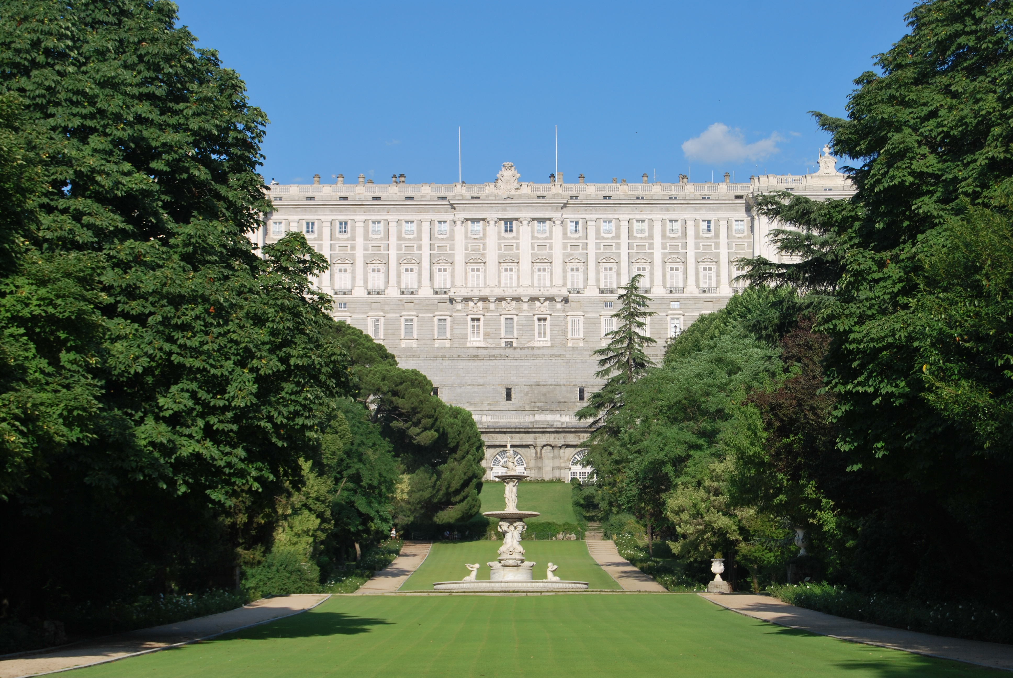 Palacio real madrid for Jardines palacio real madrid