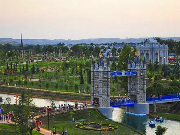 Parque europa en torrej n de ardoz madrid for Chalets en torrejon de ardoz