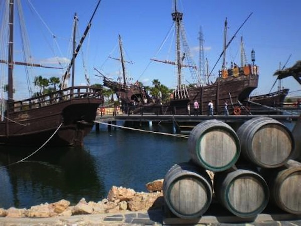 Muelle De Las Carabelas En Palos De La Frontera Huelva