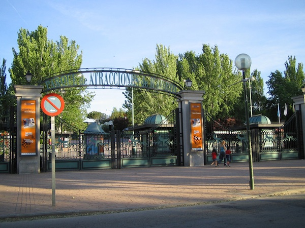 Parque de atracciones madrid for Parques de madrid espana