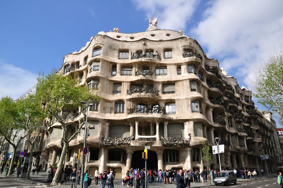 La pedrera casa mil barcelona - Casa la pedrera gaudi ...