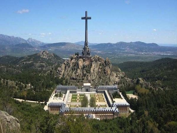 El Valle de los Caídos 4151-abadia-benedictina-de-la-santa-cruz-del-valle-de-los-caidos-madrid