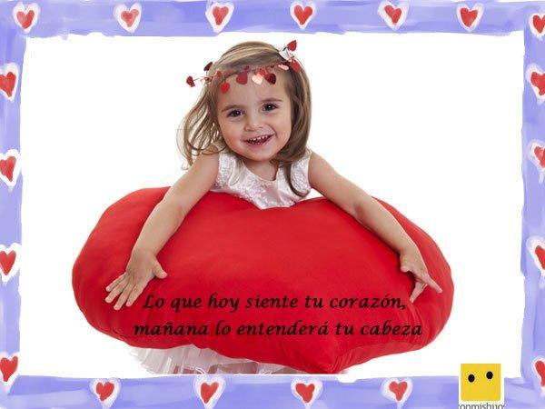 Frases de amor. Imagen de una niña con un corazón