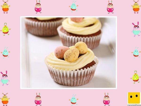 Decoración de muffins de Pascua. Huevos con crema