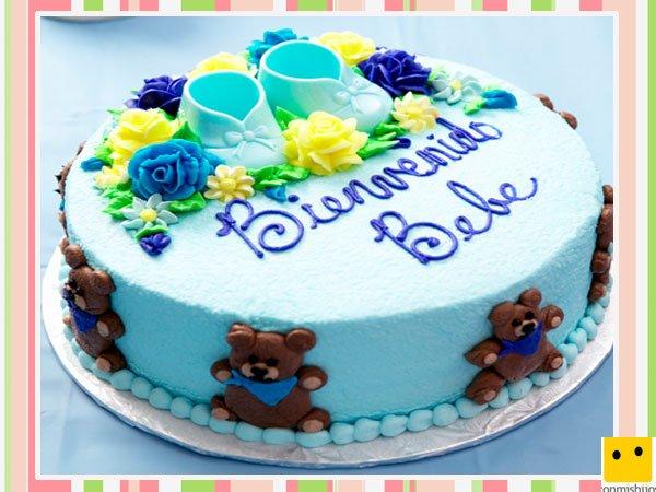Tarta de fondant azul para celebrar un nacimiento