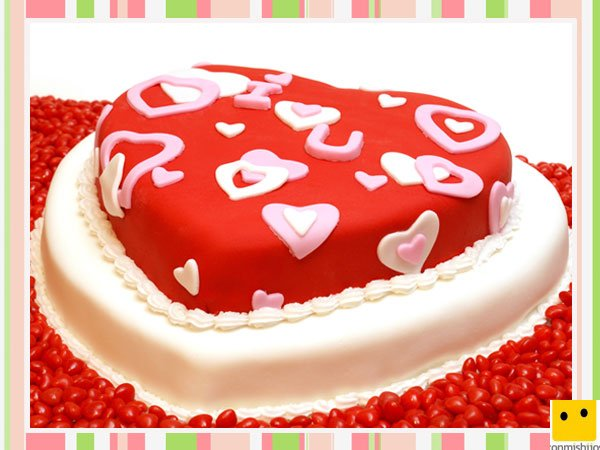 Tarta decorada con corazones de fondant