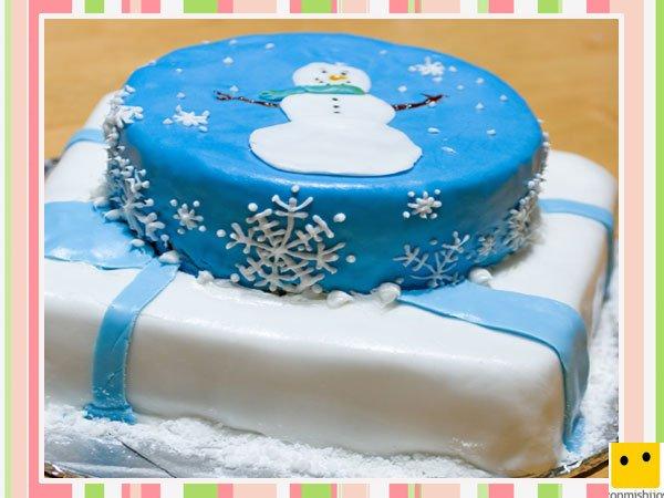Tarta de fondant decorada con dibujos del invierno
