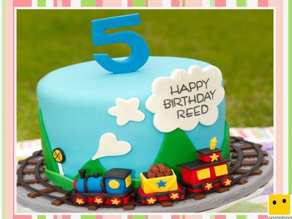 Tarta de fondant para cumpleaños decorada con trenes