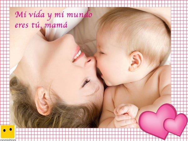 Bebé jugando con su mamá. Postales para el Día de la Madre