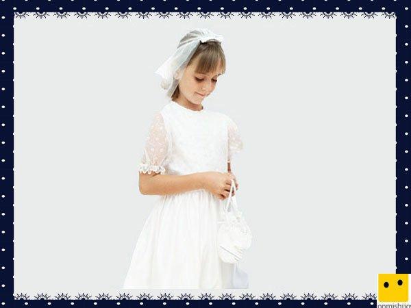 Modelo clásico de jaretas con bodoques. Vestidos Primera Comunión niñas
