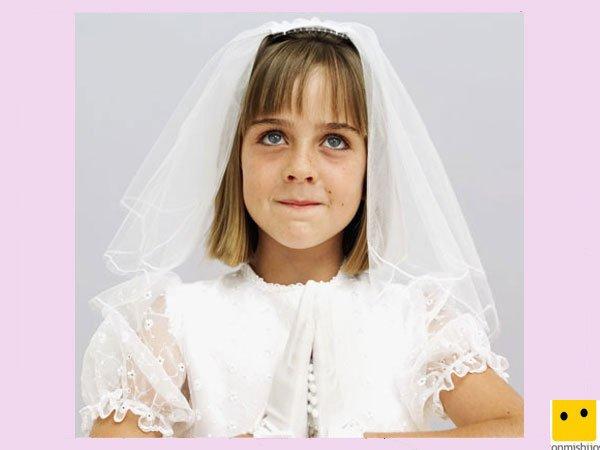 Tocado con velo. Peinados de Primera Comunión para niñas