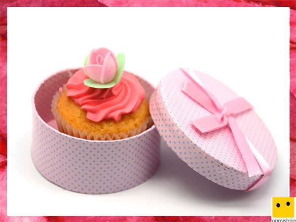 Cupcake con caja para regalar el Día de la Madre