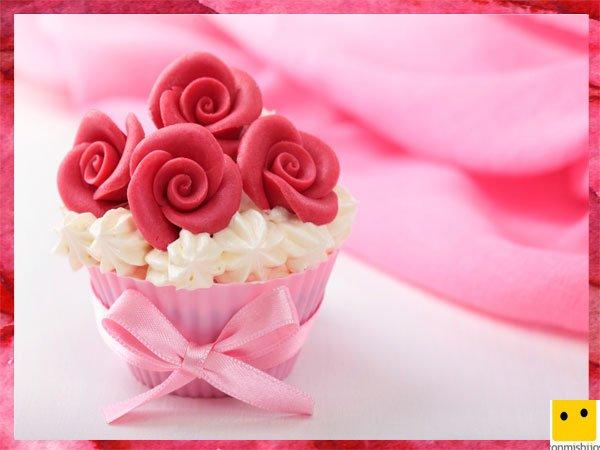 Cupcake con rosas de fresa para el Día de la Madre