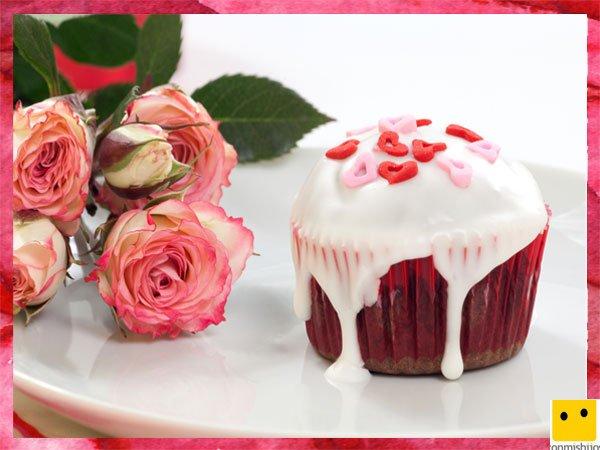 Cupcake decorado con corazones para el Día de la Madre