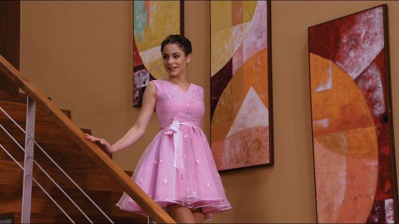 Violetta con el vestido de su madre en Disney Channel
