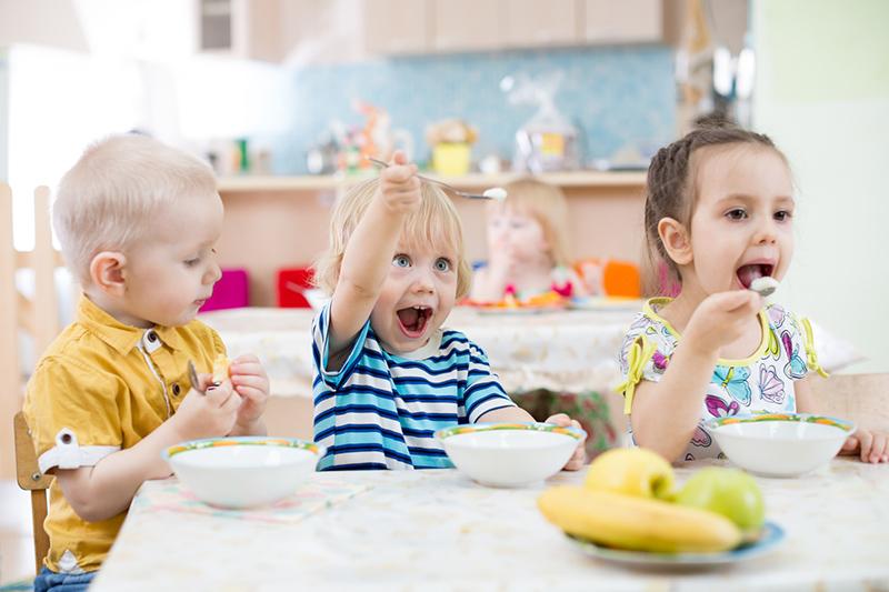 5. Distracciones durante la comida