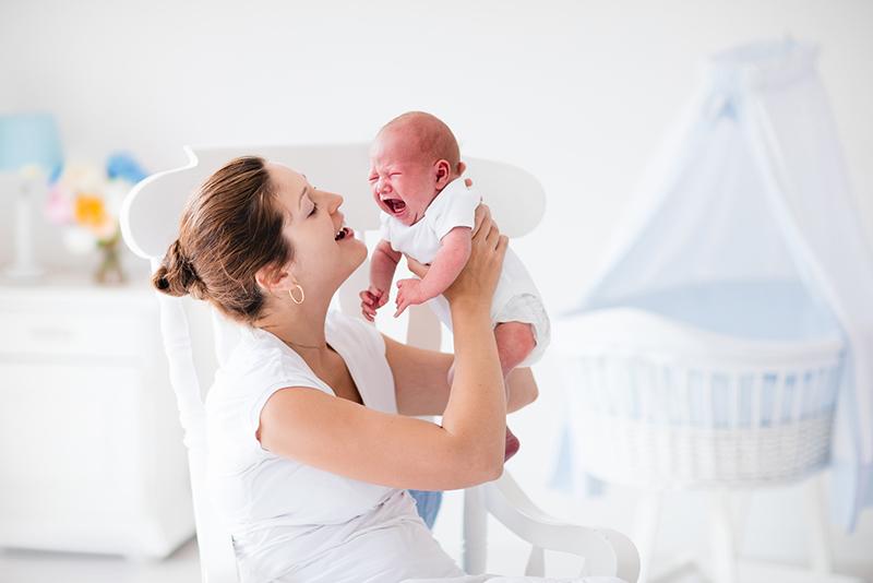 que hacer para que un bebe se siente solo