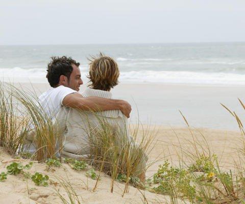 Tarjetas virtuales de amor. Una pareja en la playa