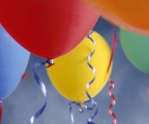 Globos para una fiesta, tarjeta virtual de cumpleaños