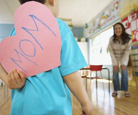 Un corazón para mamá. Tarjetas virtuales para niños