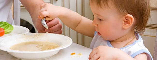 Introducción a los alimentos sólidos en la dieta del bebé