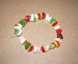 Pulsera de gominolas, manualidad para niños