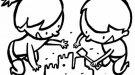 Niños haciendo un castillo de arena