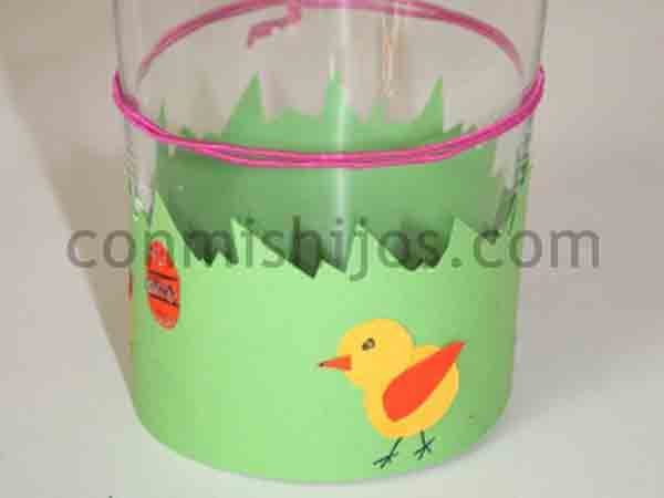 Manualidades con materiales reciclados pollos pollitos - Manualidades con vasos ...