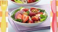 Ensalada de fresas y nueces. Receta sana para niños