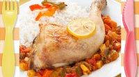 Muslos de pollo al horno con verduras. Receta para niños