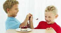 Ayuda al niño a probar nuevos alimentos
