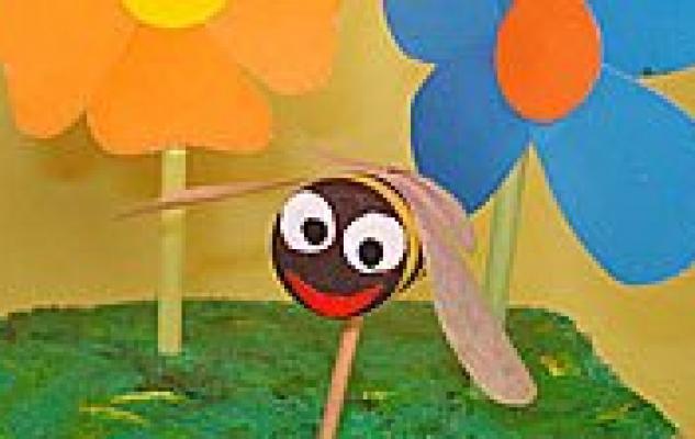 Manualidad en vídeo de abeja con flores para niños