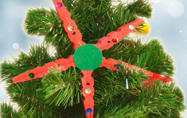 Video de manualidad de estrella de Navidad con materiales reciclados