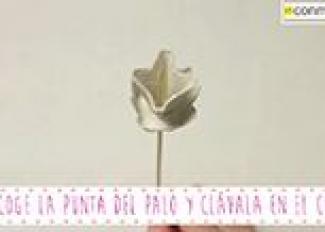 Cómo hacer una flor de cartón