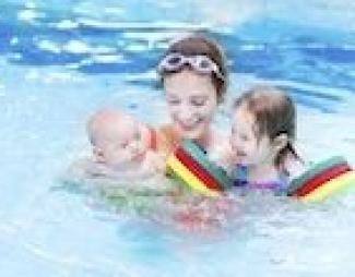 ¿Es el agua beneficiosa para los bebés?