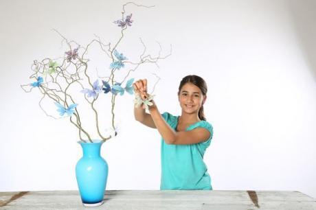 Árbol mágico de mariposas. Manualidades infantiles