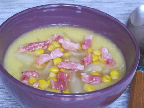 Sopa de panceta, patatas y maíz. Recetas rápidas para niños