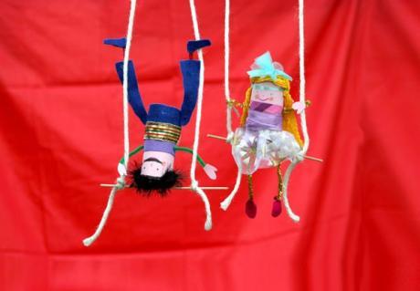 Trapecistas de circo: manualidad para niños