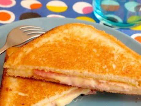 Sandwiches de jamón y queso con mostaza: receta para niños