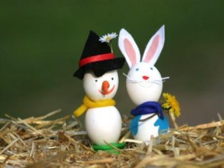 Muñeco de nieve y conejo de Pascua: manualidad para niños