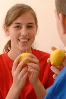 Fabricar una pila con limones: experimento para niños