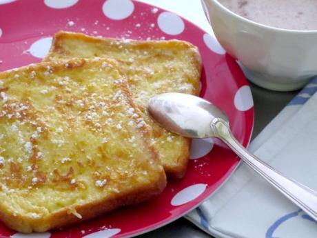 Torrijas con pan de molde: receta para cocinar con niños