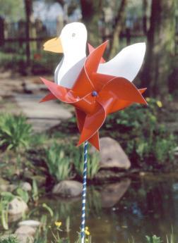 Molino de viento con forma de pato: manualidad infantil
