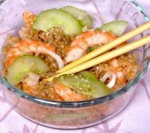Receta de ensalada de arroz y gambas al estilo sushi