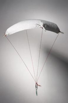 Paracaídas de papel: experimento para niños