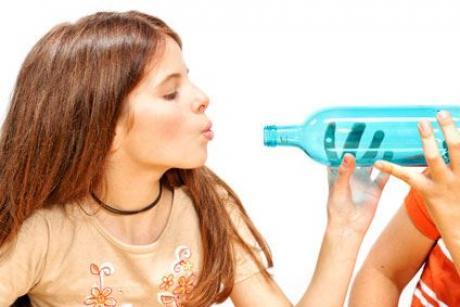 Una bola en el cuello de la botella: experimento para niños