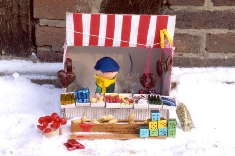 Puesto de mercadillo de Navidad: manualidad para niños