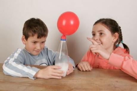 Inflar un globo sin soplar: experimento para niños