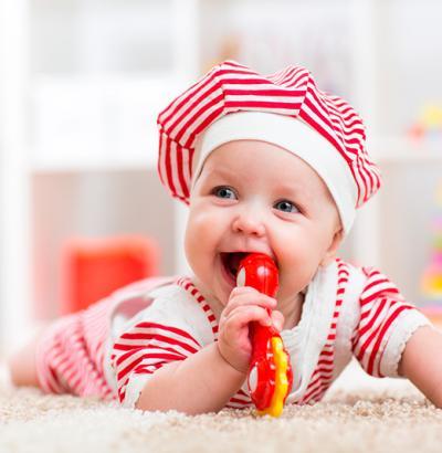 Beneficios para el bebé de jugar con un sonajero