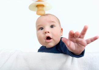 ¿Cuándo es mejor quitarle el chupete al bebé?